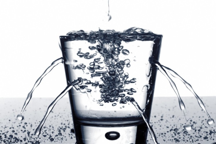 glass_water_sprouting_holes-2xaio2yn7mv7uaq0tjevwg